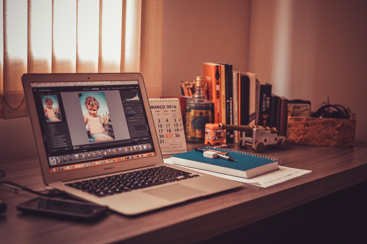 Graphic Designer - Photoshop/ Illustrator